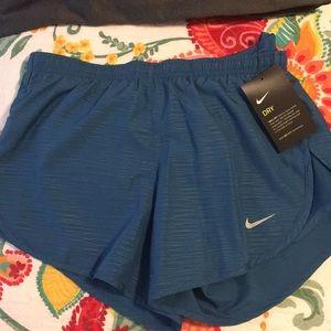 NWT Size XS women's Nike shorts